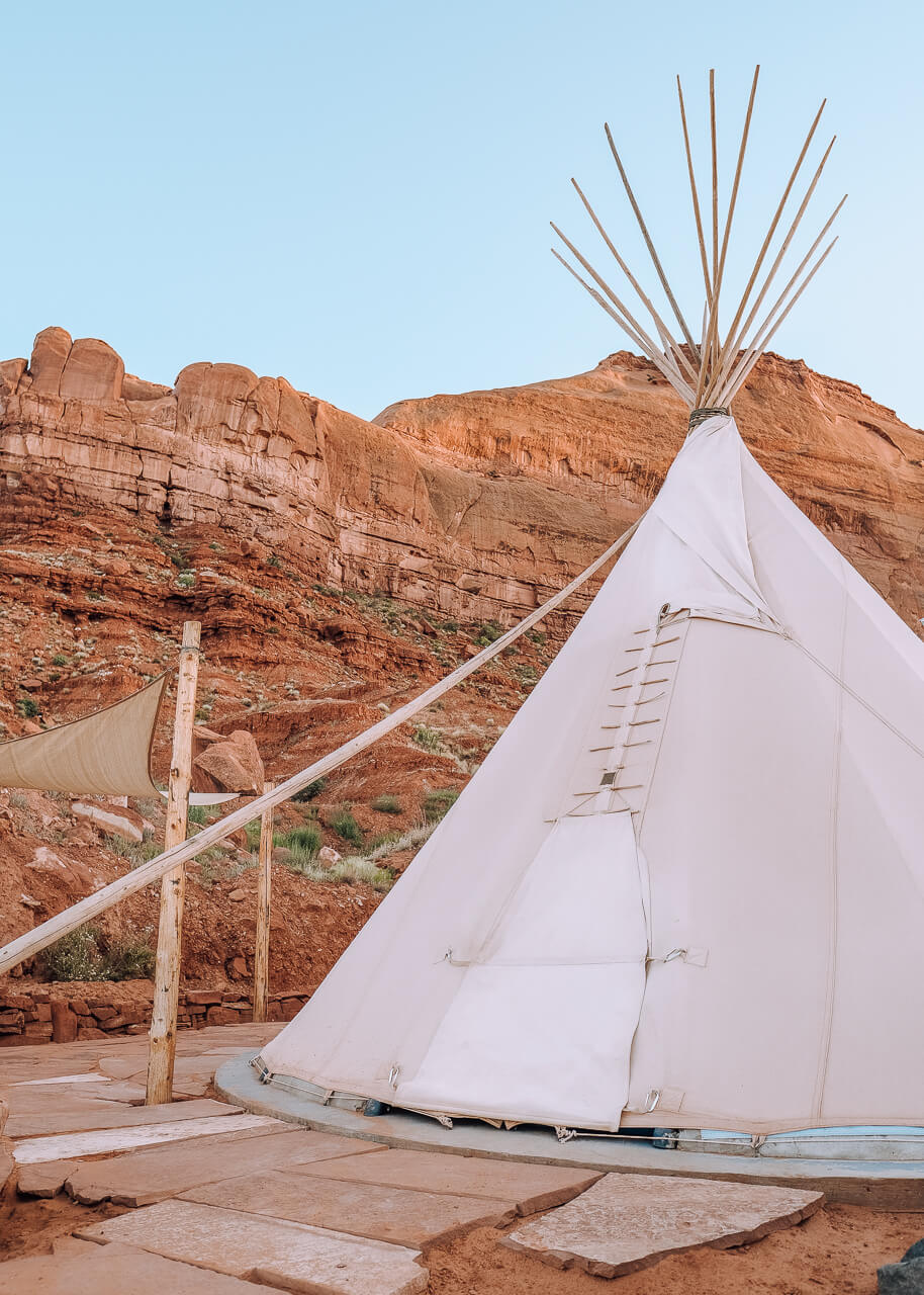 Monument Valley, Utah - Faraway Getaway